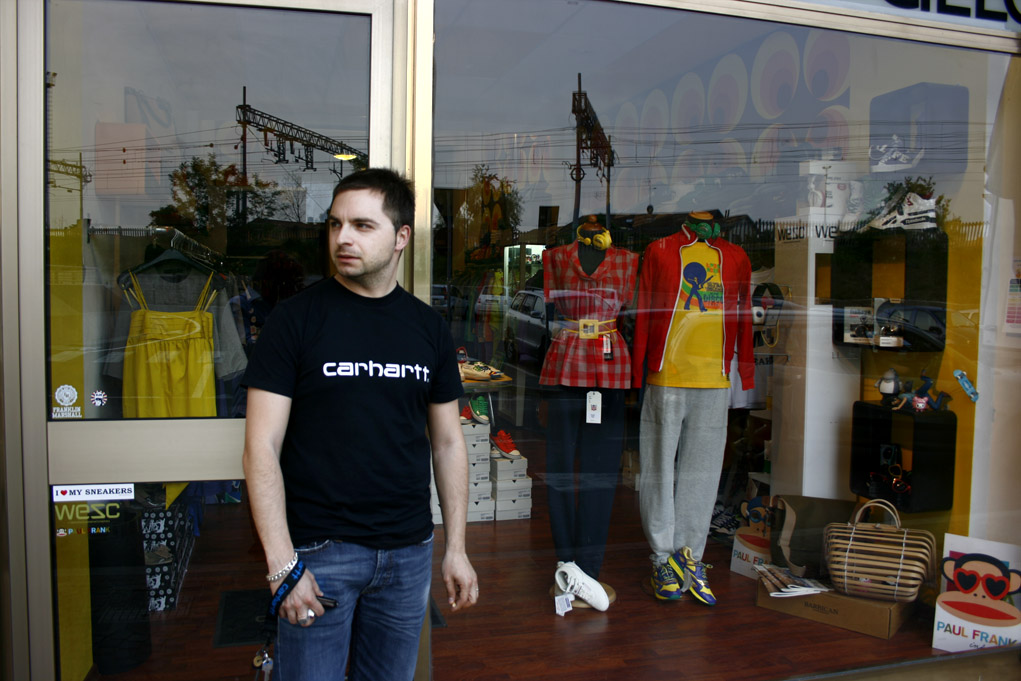57_esterno negozio andrea